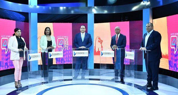 De izquierda a derecha, los candidatos a la alcaldía de Santo Domingo Norte Joselin Sánchez (PRSC); Indhira Filomena (Alpaís); Ulises Díaz (FP); Francisco Fernández (PRM); y Carlos Guzmán (PLD).