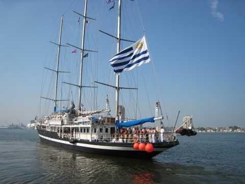 Capitán Miranda, velero escuela de la Armada Nacional Uruguaya atracó este sábado en la terminal Don Diego del Puerto de Santo Domingo.