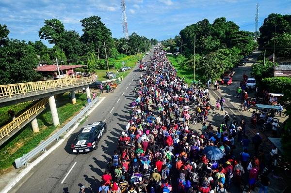 Padre guatemalteco culpa a EE. UU. de migración hondureña y le manda