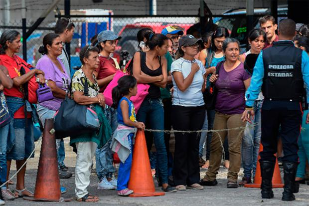 Critican silencio del Gobierno venezolano ante tragedia en cárcel y una fuga