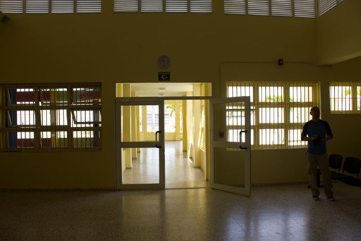 Dos presos matan a un agente de vigilancia para fugarse