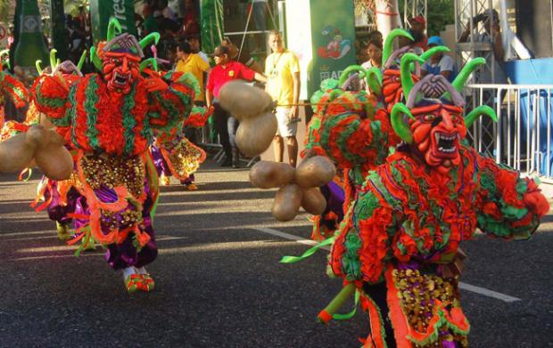 El Carnaval del Distrito Nacional vuelve al malecón esta tarde