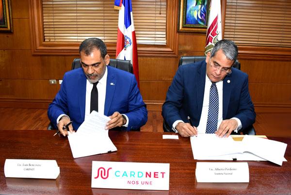 Firman de convenio entre Tesorería y Cardnet