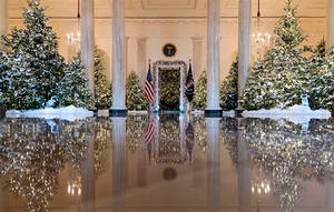El vestíbulo principal decorado con el tema de 'El Cascanueces' en la Casa Blanca.