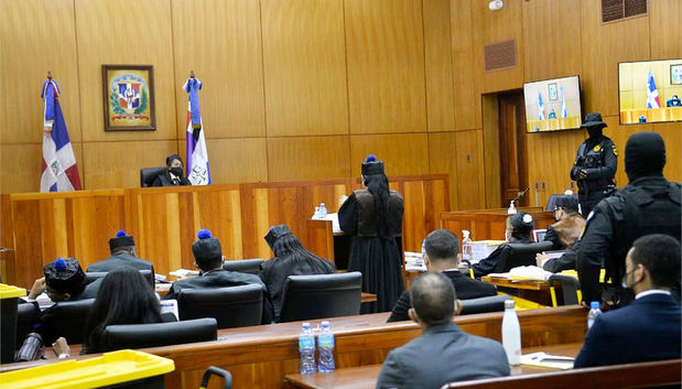 Jueza dicta prisión contra el mayor general Adán Cáceres y la pastora Rossy