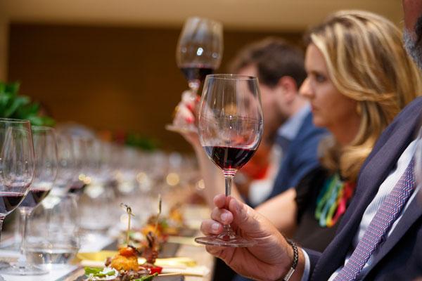 Cata de los vinos  Abstract, Mannequin, Machete, Palermo, Papillon, Mercury y Head