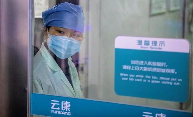 China eleva a 2,118 el número de muertos por COVID-19 entre 74,576 infectados