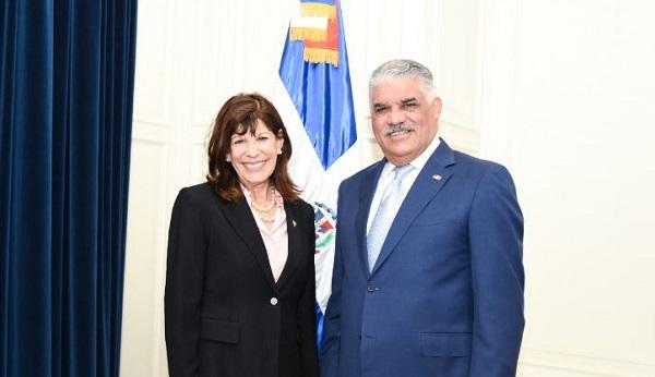 Canciller Miguel Vargas aborda temas de interés común con embajadora estadounidense