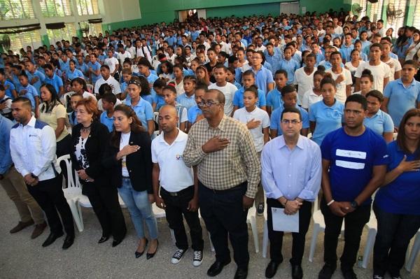 Hablemos de Todo RD impacta a más de 800 jóvenes de Azua