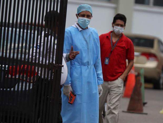 Médicos amenazan con cerrar hospitales en Honduras si no cierran las industrias