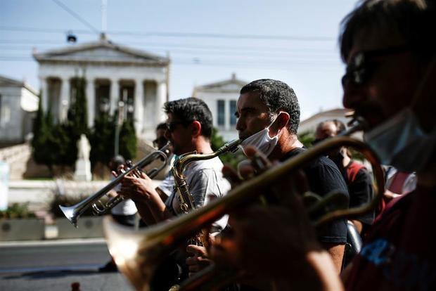 Trabajadores culturales protestan en Grecia contra suspensión de espectáculos