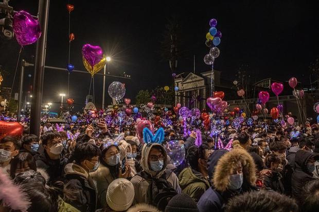 Wuhan celebró en masa la llegada del 2021