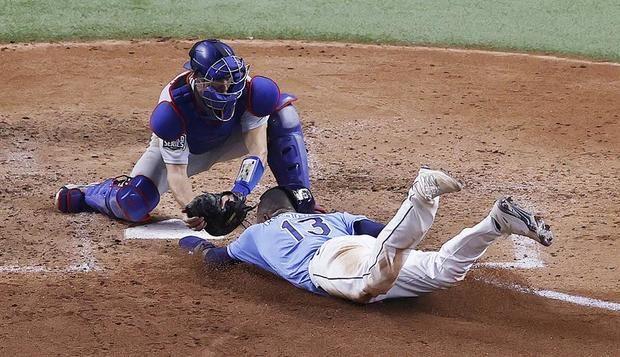 La serpentina de Kershaw luce y deja a los Dodgers a una victoria de coronarse