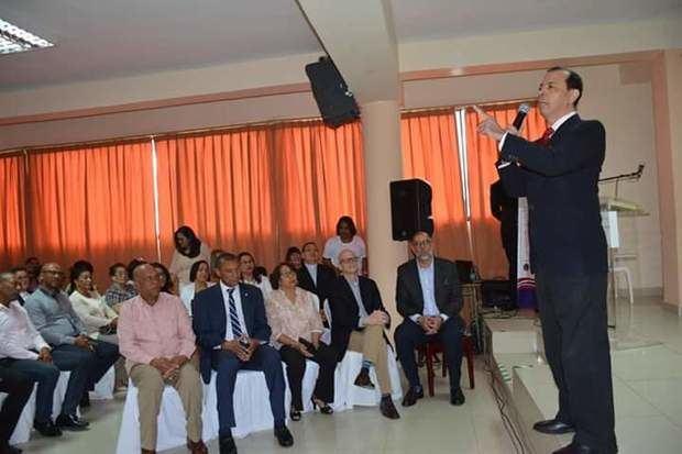 Cesar Román durante un encuentro en Santiago.