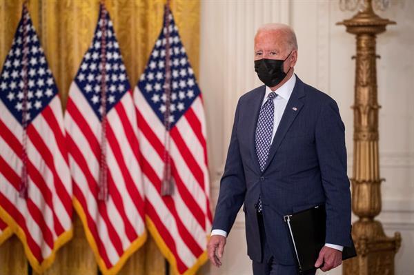 Biden discute con asesores la