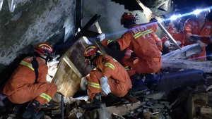 Al menos once personas fallecieron y otras 122 resultaron heridas tras un terremoto de magnitud 6.0 que tuvo lugar en la provincia central china de Sichuan, informa hoy la agencia estatal Xinhua.