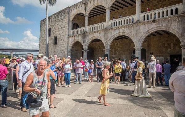 Ministerio de Turismo y promueve el éxito de Dominicana Moda