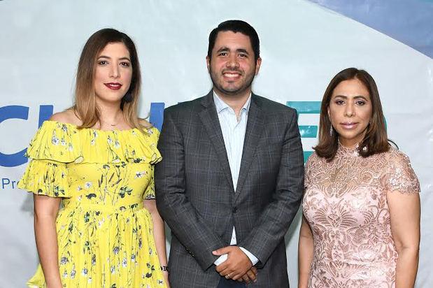 Karla Veloz, Joan Veloz e Isaura Grullón.