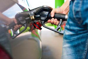Alzas y bajas en precios de combustibles.