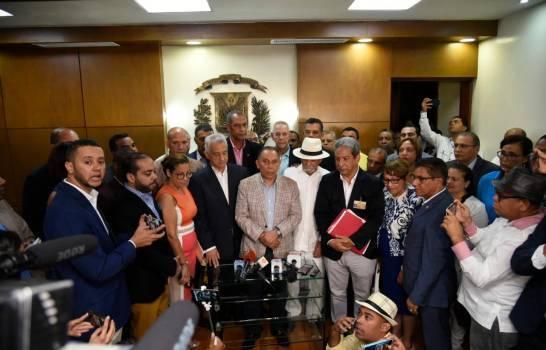 Partidos inscriben ante la JCE candidatura presidencial de Leonel Fernández.