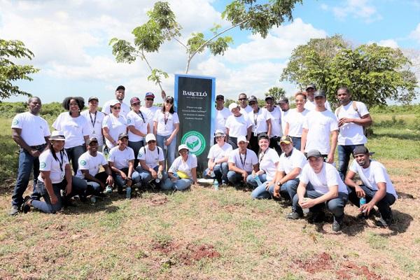 Barceló sembró 1,500 árboles en Refugio de Vida Silvestre Río Higüamo