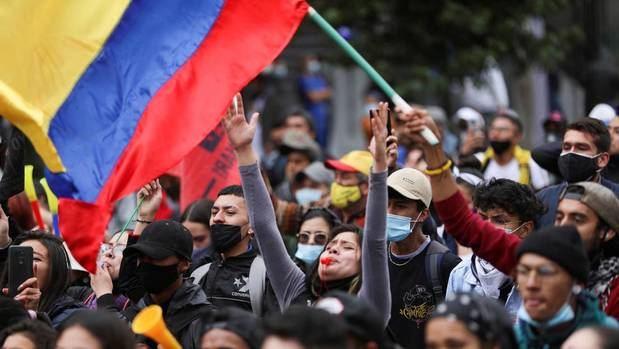 Colombianos en República Dominicana abogan por la paz y fin de bloqueos en Colombia.