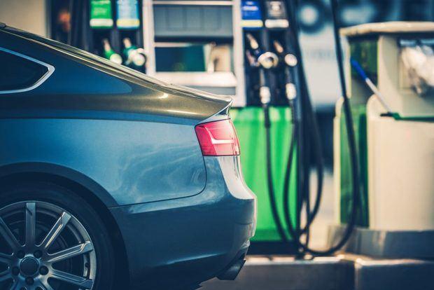 Caen por quinta semana consecutiva los precios de los combustibles