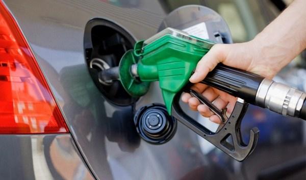 Gobierno congela precios combustibles.