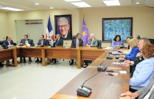 La reunión que tenía pautada para esta noche el Comité Político del Partido de la Liberación Dominicana (PLD) fue aplazada para una nueva fecha que no fue dada a conocer.