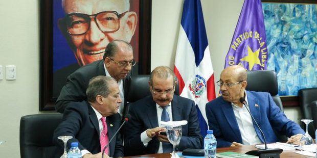 Danilo Medina está presente en reunión del comité político del PLD