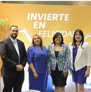 Joselines de los Santos, Luisa de Aquino, Claudia Brito y Sulín Lantigua de Glass.