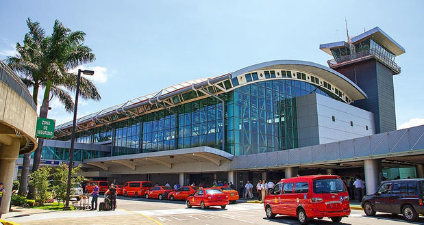 Costa Rica celebra la reactivación de los vuelos a la zona turística en el Pacífico