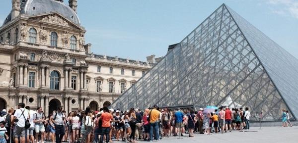 Turistas en París