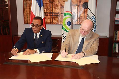 Ministerio de Cultura y el Instituto Ateneo Dominicano firman convenio