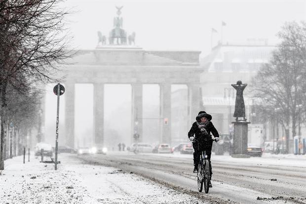 Fuertes nevadas y temperaturas gélidas colapsan el tráfico en media Alemania