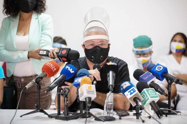El director de Médicos Unidos de Venezuela (MUV), Jorge Lorenzo, habla el 21 de junio de 2021 durante una rueda de prensa en Caracas, Venezuela.