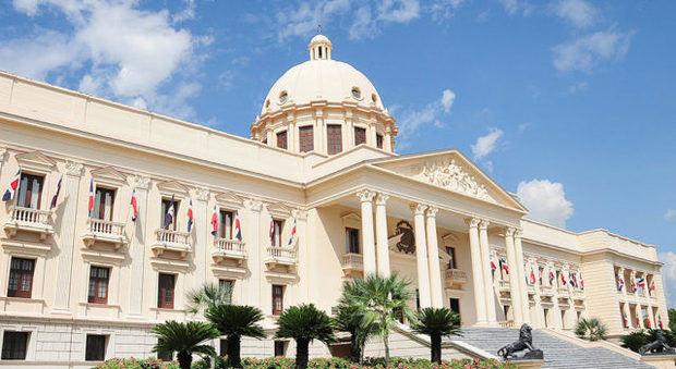 Presidente Medina promulga Ley para erradicación del comercio ilícito, contrabando y falsificación