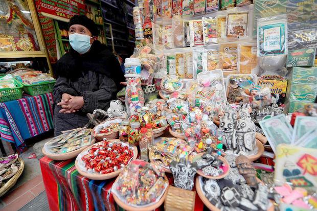 Turismo en La Paz se reactiva con una feria en el Mercado de las Brujas
