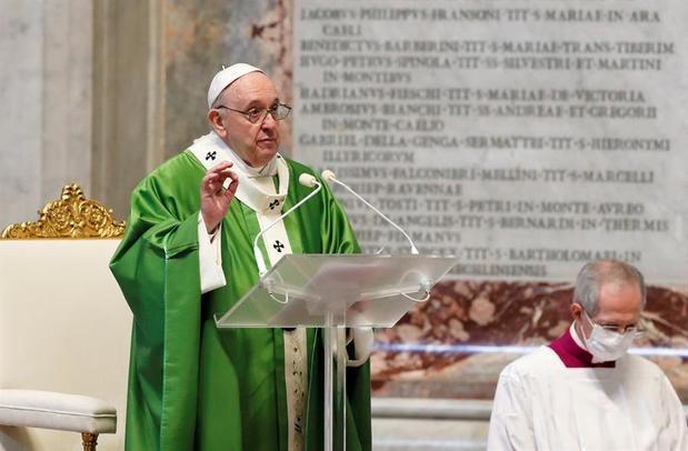 El papa invita a servir a los pobres en Navidad y no solo pensar en comprar