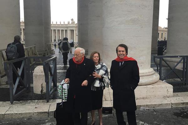 """Raphael se reúne con el papa e inaugura un proyecto solidario para los """"sin techo"""""""