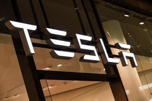 Únicamente Apple, Microsoft, Amazon y Google superan ahora mismo el valor de mercado de Tesla, que se revalorizó más de un 700 % durante el año 2020.