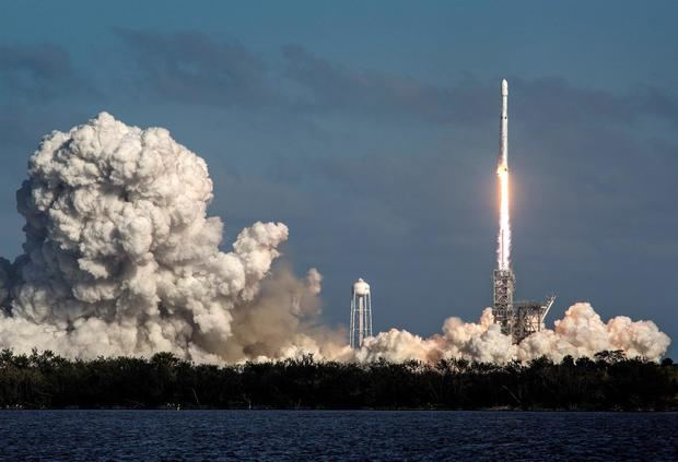Un empresario, un ingeniero, una asistente médica y una educadora experta en ciencias abordarán el próximo 15 de septiembre la cápsula Dragon Resilience de SpaceX en Cabo Cañaveral, Florida.