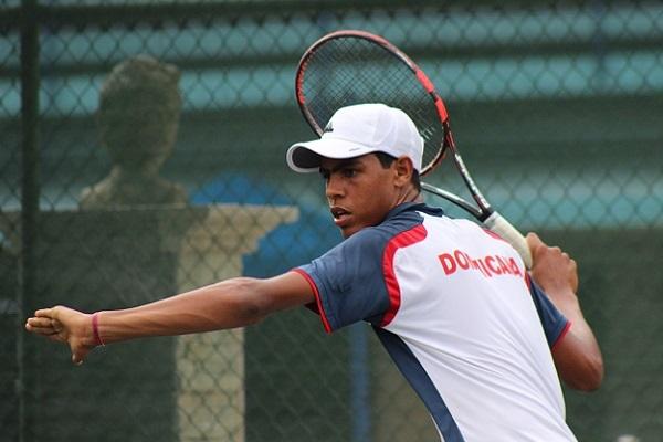 José Olivares avanza en dobles y sencillos en Futuro F1 de tenis