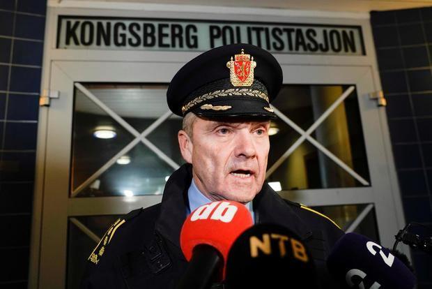 Policía noruega confirma 5 muertos y 2 heridos en ataque con arco y flechas.