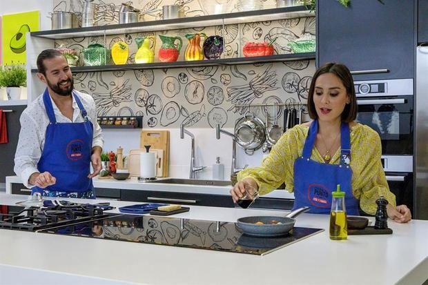 Foto de TVE sobre el programa 'Cocina al punto' con Tamara Falcó y Javier Peña.