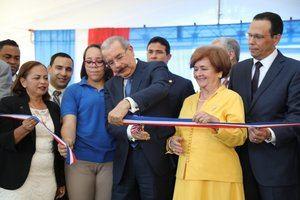 Presidente Danilo Medina entrega 7 centros educativos en Santiago