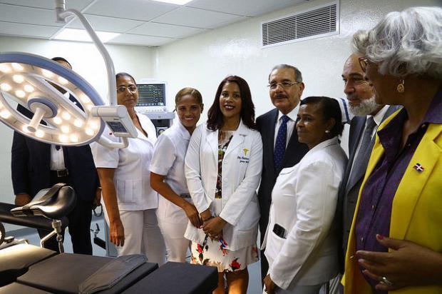 Danilo entregó remozado hospital José Pérez en Duvergé
