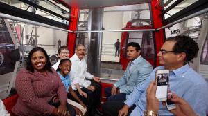 Presidente Medina durante el recorrido del teleférico