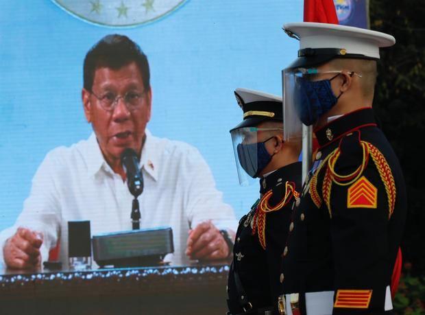 El presidente filipino amenaza con la cárcel a quien rechace la vacuna anticovid