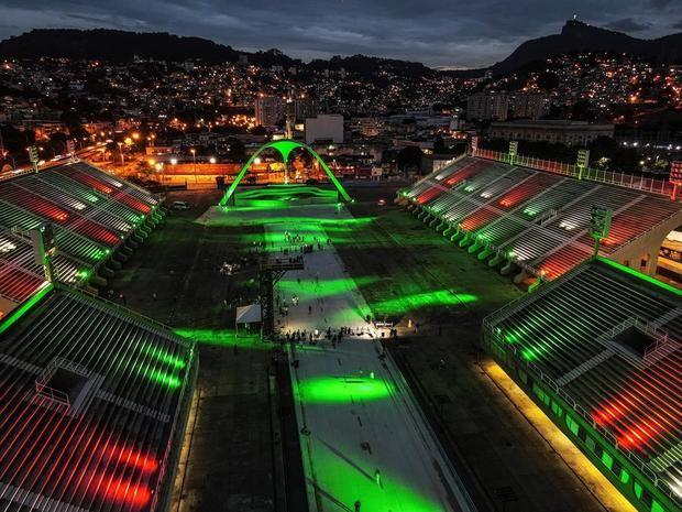 Un Sambódromo de Río vacío gana iluminación especial para víctimas de covid